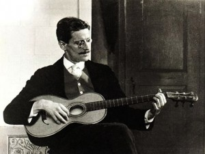 James_Joyce_in_1915-1